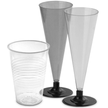 Пластиковые и стеклоподоные  стаканы